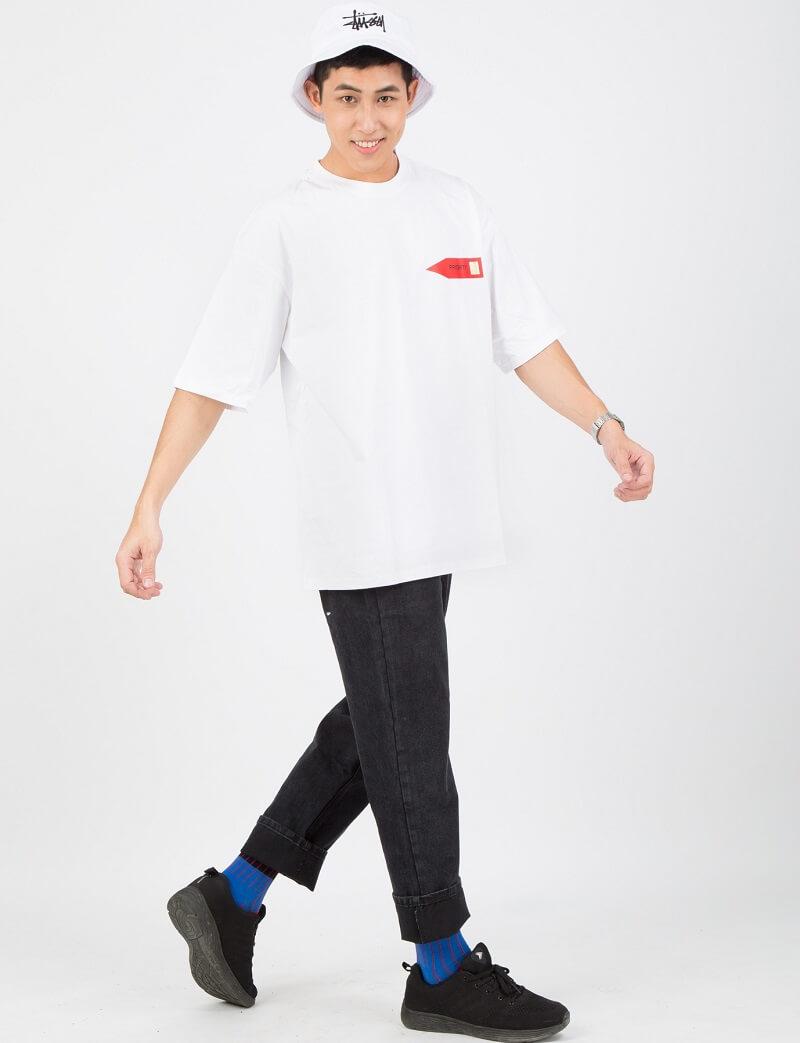 Áo thun form rộng kết hợp cùng với quần baggy
