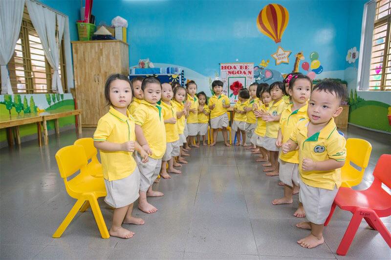 Nên lựa chọn những tone màu sáng cho các bé