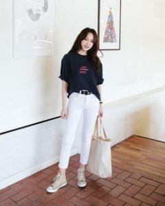 Quần Jean trắng cùng áo thun đen