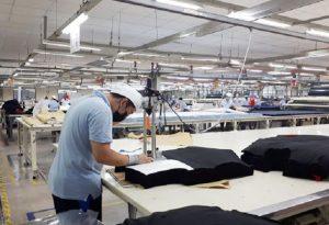 Một quy trình in áo thun thực hiện một cách chuyên nghiệp