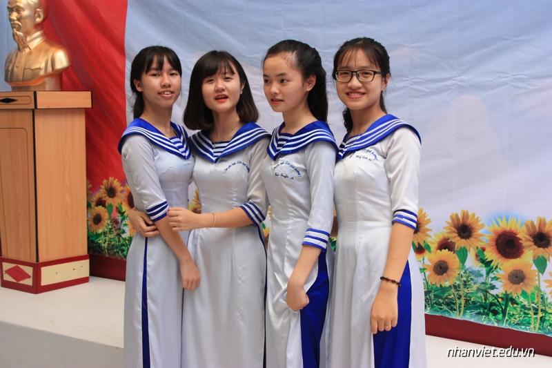 Đồng phục trường THPT Nhân Việt